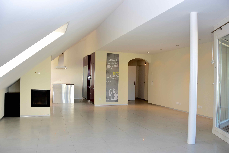 schöne-Wohnung-3.5-Zimmer-Weiningen-mit-grossem-Balkon